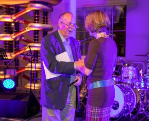 Caroline Struthers receiving the Cochrane-REWARD Prize from Sir Iain Chalmers
